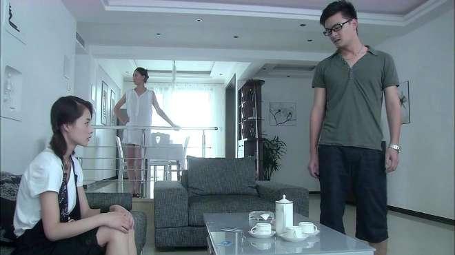 程鹏拿出一摞卡,愤怒的拍在桌子上,让李青和前女友挑完赶紧滚!