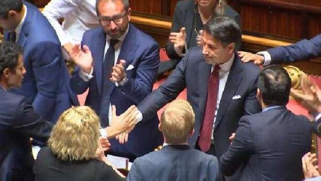 意大利总理孔特辞职,批副总理搞垮政府