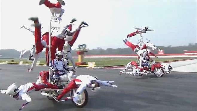 印度举行阅兵活动 正步、摩托车表演、传统冲锋都好看