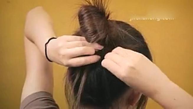 梳头发的方法 怎样梳头发好看视频如何扎花苞头