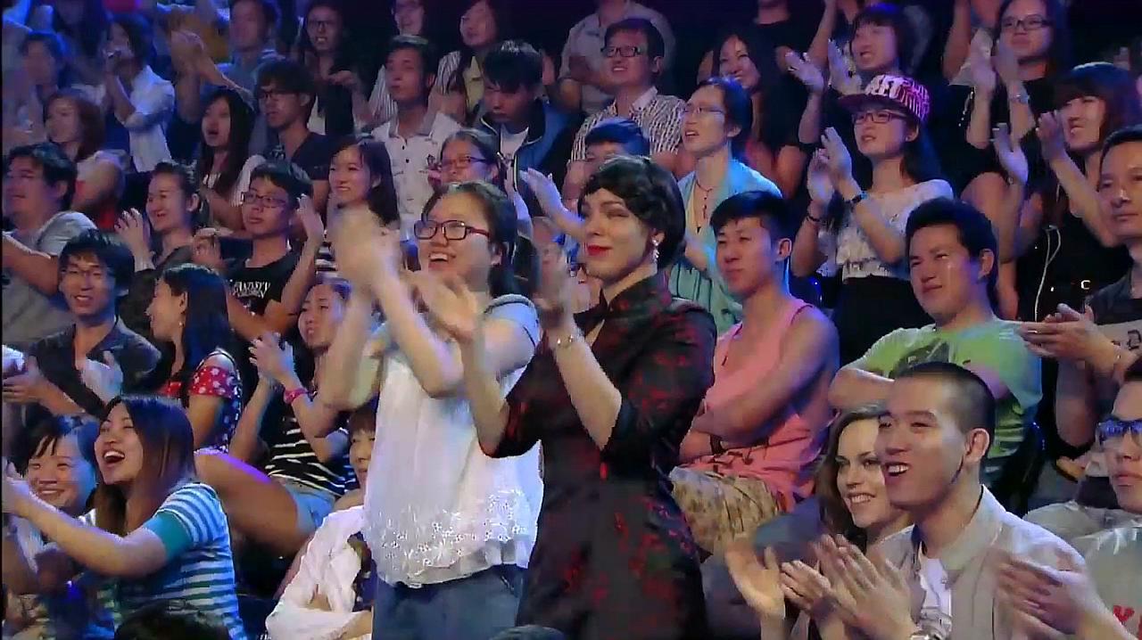 中国好舞蹈:新疆女孩古丽米拉,即兴表演优美新疆舞,引爆全场