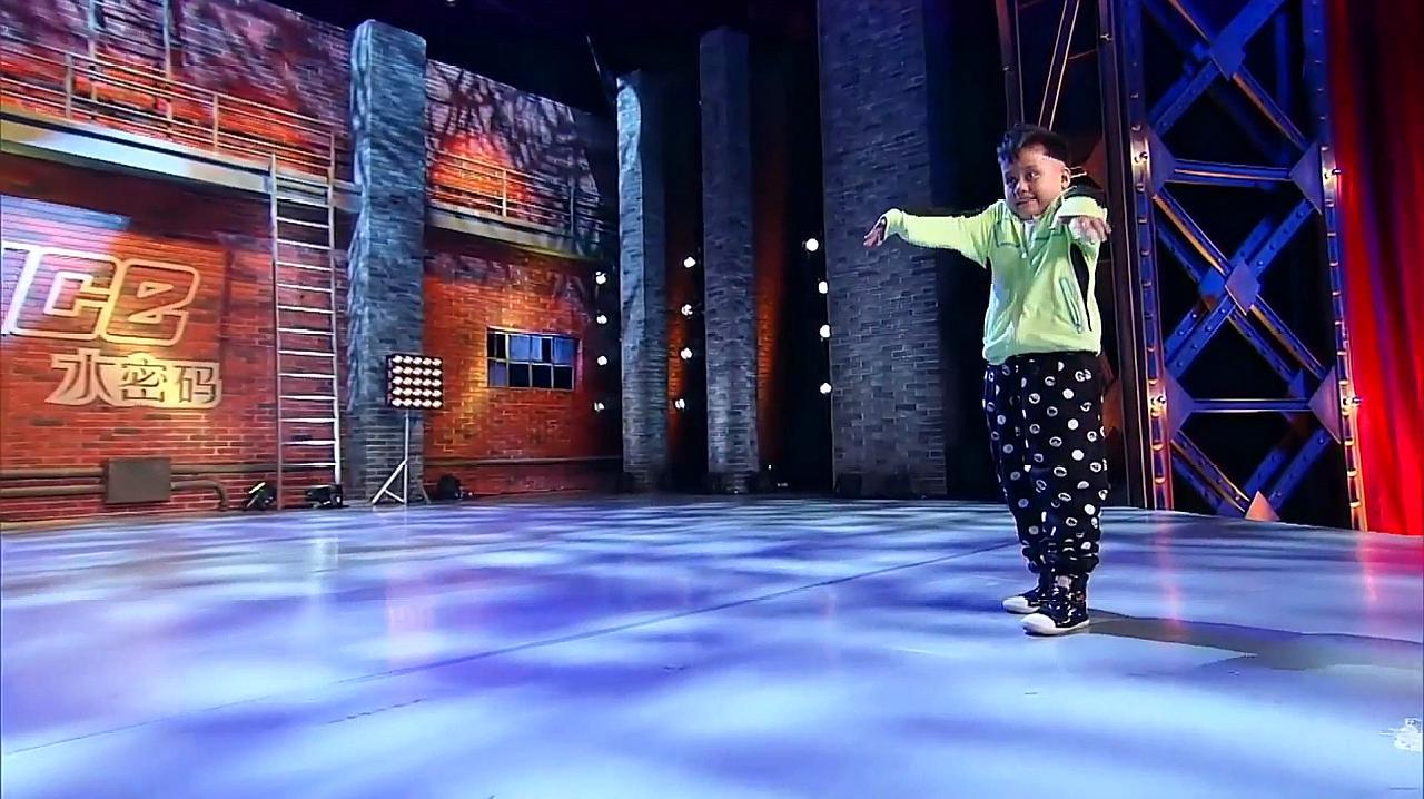 中国好舞蹈:9岁新疆胖男孩,上好舞蹈跳快乐街舞,逗乐金星