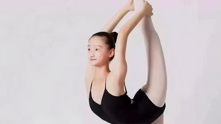 少儿舞蹈基本功:把上踢搬后腿的方法与小技巧分享,加油!