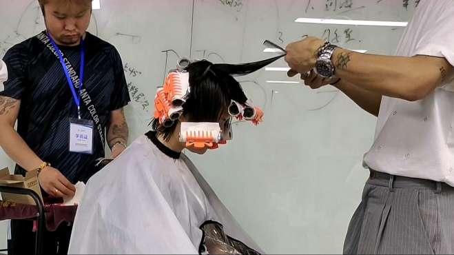 干货教程,一款很流行的中长发修剪烫发实拍,烫完头发优雅又大气
